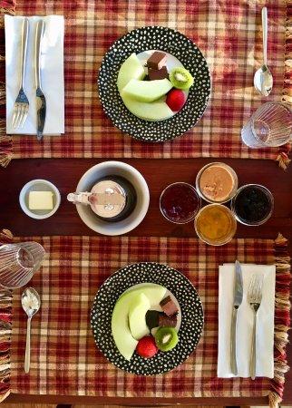 Miller Lake, Kanada: Enjoy the breakfast served in our breakfast bistro