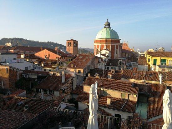 Panorama della città dalla terrazza dell\'hotel - Picture of Antico ...