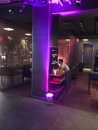 bar bild von 25hours hotel the goldman frankfurt am main tripadvisor. Black Bedroom Furniture Sets. Home Design Ideas
