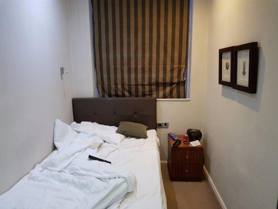 Commodore Hotel: très petit chambre