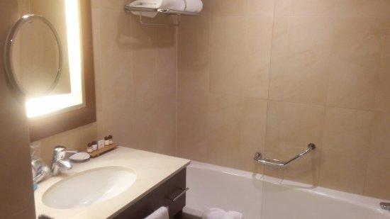 Ghent Marriott Hotel: Bathroom