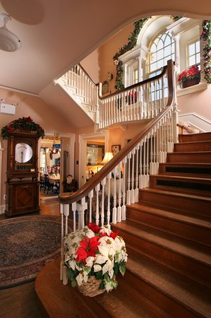 Chester Heights, เพนซิลเวเนีย: Wonderful staircase with palladian window.