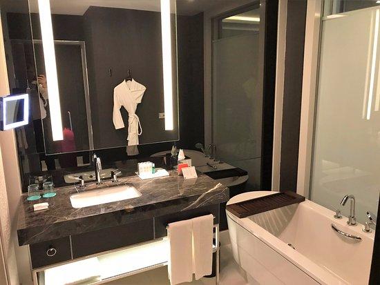 Le Méridien Istanbul Etiler: My bathroom