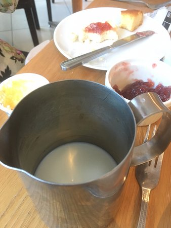 Mercure Warwick Honiley Court Hotel: dirty milk jug