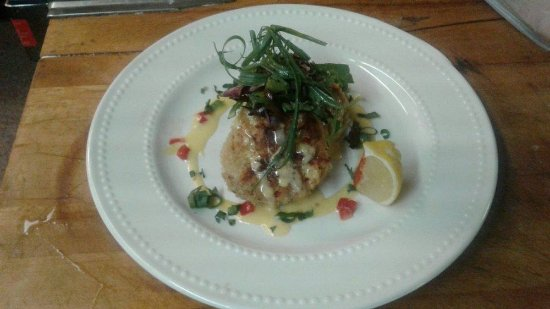 Centennial, WY: House Crab Cakes