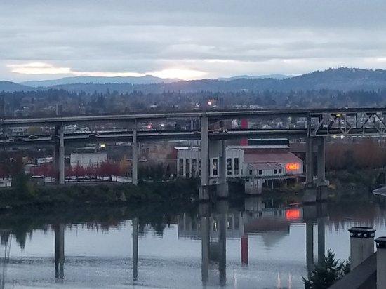 Portland Marriott Downtown Waterfront: 20171112_071722_large.jpg