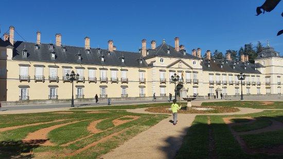 Palacio de el pardo fachada y jardines 2017 11 picture of palacio real de el pardo madrid - Jardines palacio real madrid ...