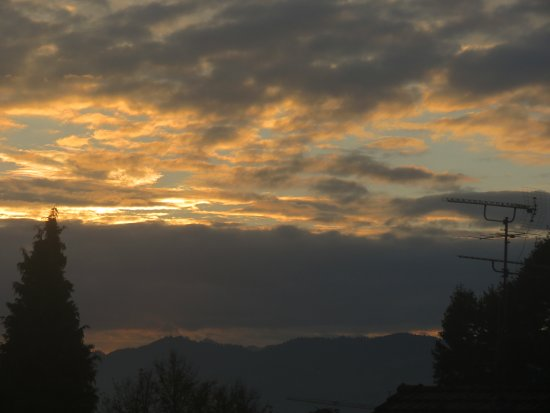 Hochst, Autriche : Early morning sunrise from our room
