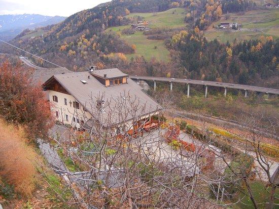 Villandro, Italië: Oberpartegger con vista su valle Isarco