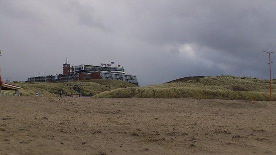 Wijk aan Zee, Nederland: Hotel vom Strand aus
