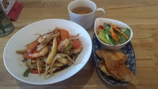 Port Coquitlam, Canadá: Great food here. I substitute bean sprouts for the rice & is perfect vegetearian.