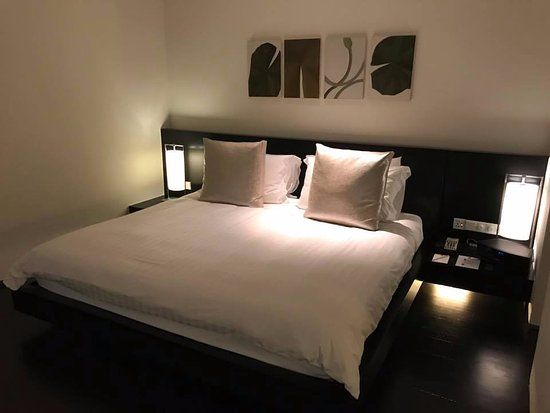 COMO Metropolitan Bangkok: Large Comfortable King Bed