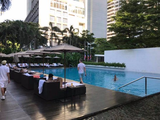COMO Metropolitan Bangkok: Large Pool and Pool Area