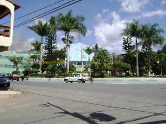 Praça da Matriz e vista panorâmica da cidade de Central de Minas.