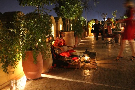 Dar Yacout: roof top bar live music