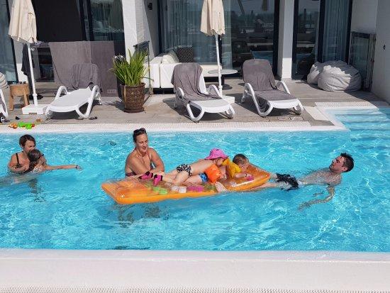 Playa de Cura, สเปน: Swim-out-lägenheter med direkt access till delad pool.