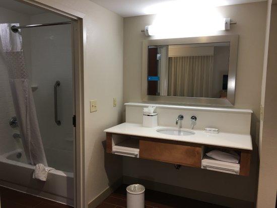 Lonoke, AR: Bathroom area of suite, no towels on vanity