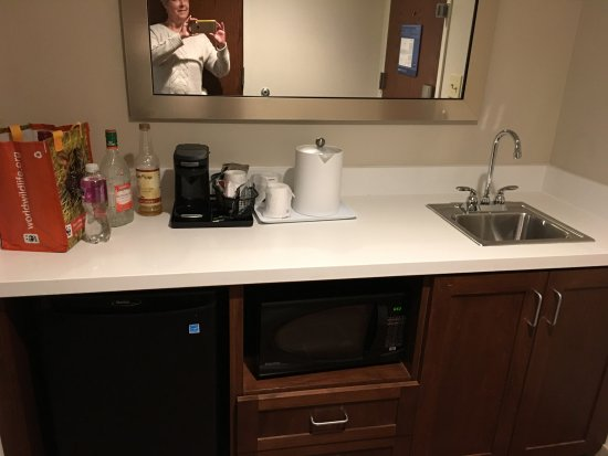 Lonoke, AR: The wet bar & coffee service in suite entrance