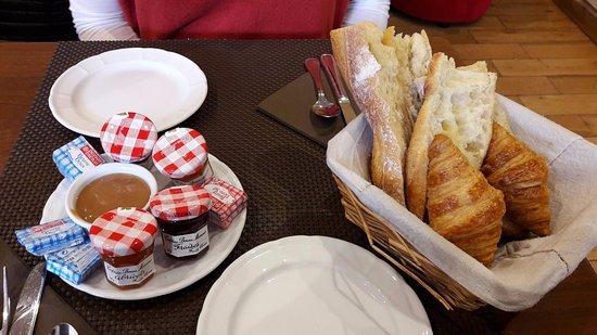 Антони, Франция: Pain, petits croissants et assortiments
