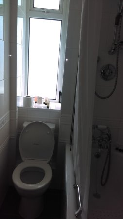 Braunton, UK: Had to walk backwards to get out of bathroom! Luxury bathroom so small.