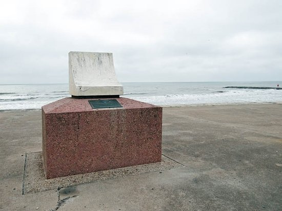 The Seawall : a monument