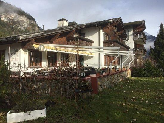 Alvaneu, سويسرا: Bevorzugte Lage am Dorfrand mit Weitsicht über das Albulatal und ins Surses