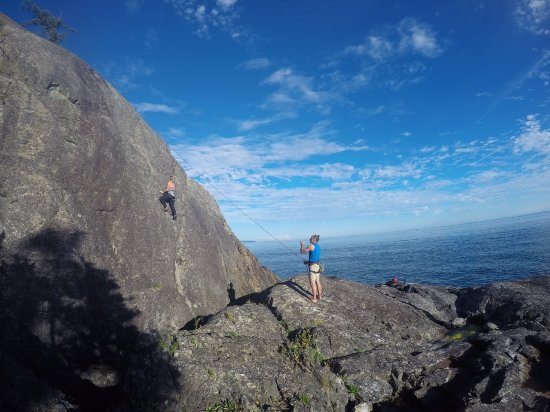 Bowen Island, Canada: Climbing on Bowen