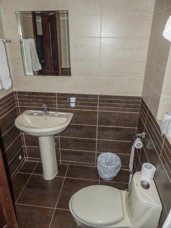 Salome Hotel: Baño