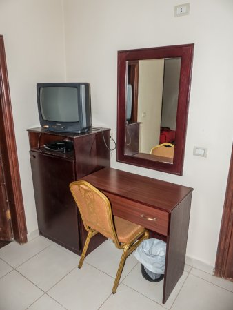 Salome Hotel: escritorio y TV