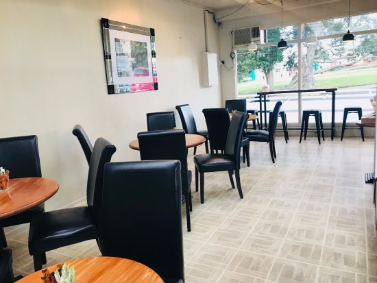 Avondale, نيوزيلندا: Dining area.