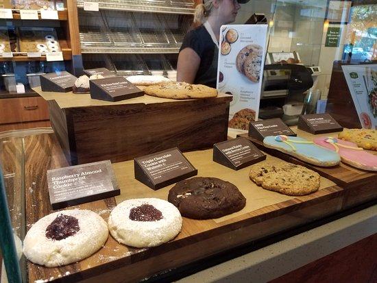 Elk Grove, CA: Fancy cookies - complete with descriptions.
