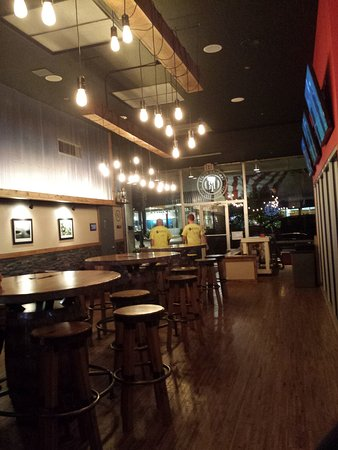 Ottawa, IL: Bar seating area