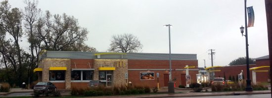 Bensenville, IL: dual lane drive-thru at McDonald's