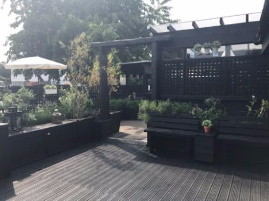 Linslade, UK: Great decking outside