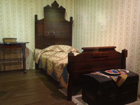 Diamond, MO: George's bedroom