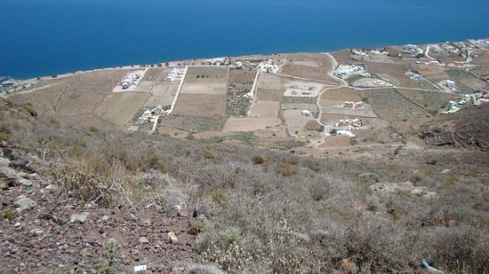 Hiking Trail Fira - Oia: view looking down to the eastern coast and agriculture fields