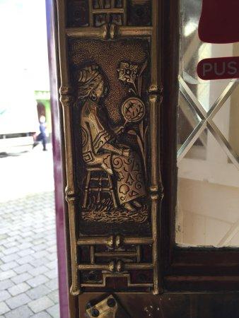 Lahinch, Ireland: Danny Mac's door (Interior)