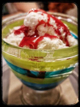 Fosdinovo, Italien: Fragole con gelato