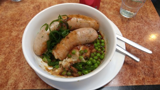 Wentworth Falls, Australia: Cumberland sausage with peas and mashed potatoes