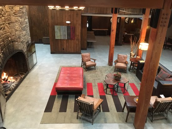Killington Mountain Lodge lobby view