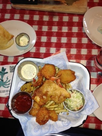 King's Fish House: Combo Platter with Beer Battered Fish, Shrimp, and Scallops