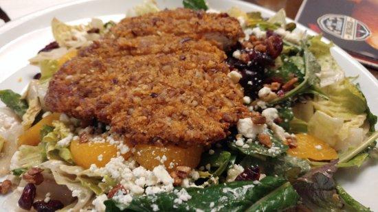 Норт-Майами, Флорида: Pecan encrusted chicken salad