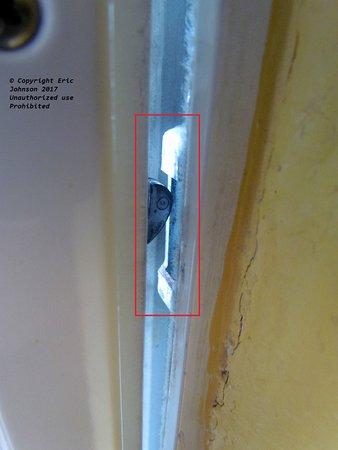 This Sliding Glass Door Latch Doesnt Lock The Doors The Steel Pen