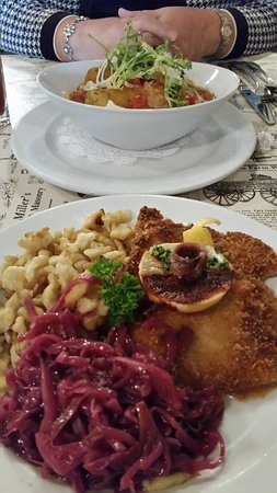 Hackettstown, Nueva Jersey: the veggie cassoulet at top; weinerschnitzel and red cabbage at bottom-YUM!