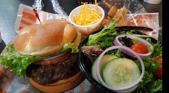 Marion, IL: Classic deluxe hamburger