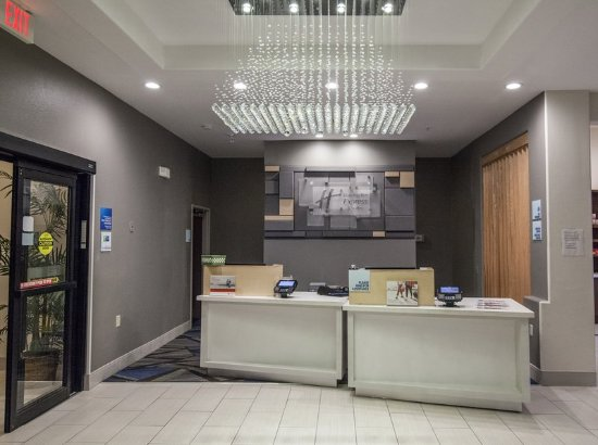 Holiday Inn Express Hotel & Suites Houston-Alvin: Front Desk Guest Services Area