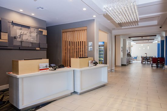 Holiday Inn Express Hotel & Suites Houston-Alvin: Reception Desk with Pods and Gift Shop