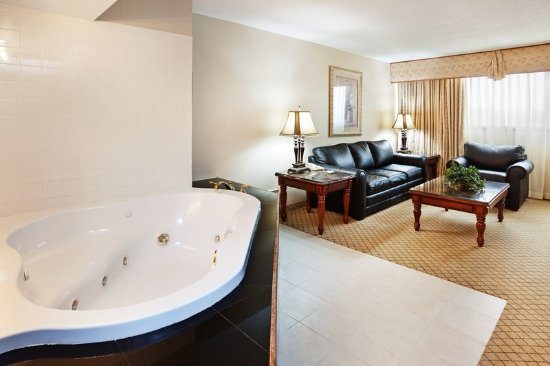 Johnson City, Τενεσί: 1 KING BED HONEMOON SUITE WITH JACUZZI