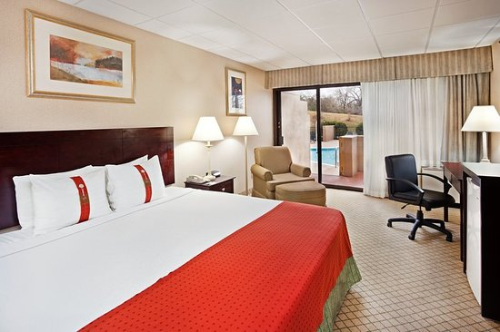 Johnson City, TN: King Bed Guest Room