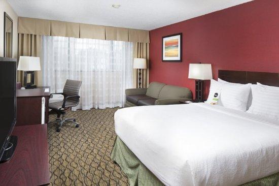 Johnson City, TN: King Bed